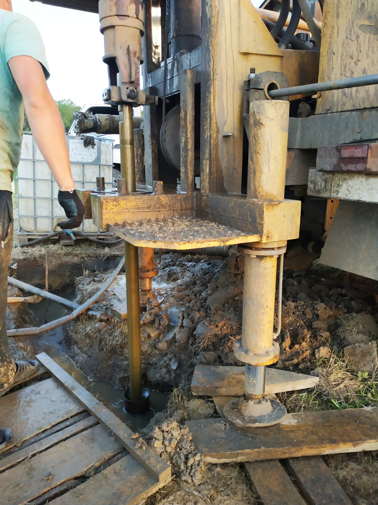 A groundwater drilling machine installed on an old truck performs well drilling on a private site.